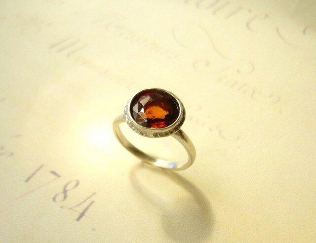 ヘソナイトガーネットの指輪の画像1枚目