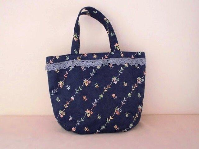花柄刺繍のデニムバッグの画像1枚目