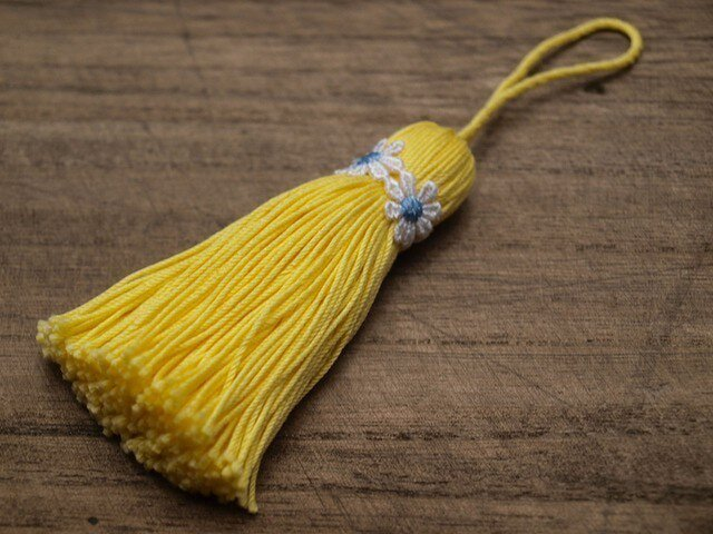 【再販】❁お花タッセル❁ 【マーガレット】バッグチャーム オーナメント キーホルダー 黄色の画像1枚目