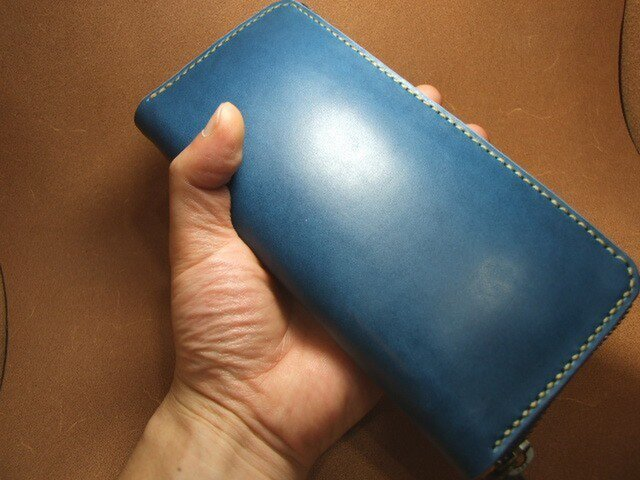 青のファスナーロングウォレットの画像1枚目