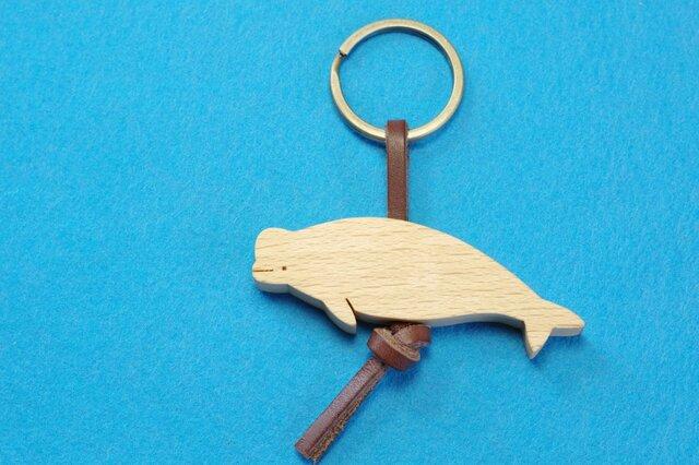 シロイルカ 木のキーリングの画像1枚目