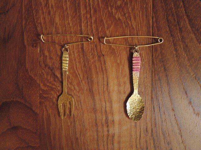 糸とフォークのショールピンの画像1枚目