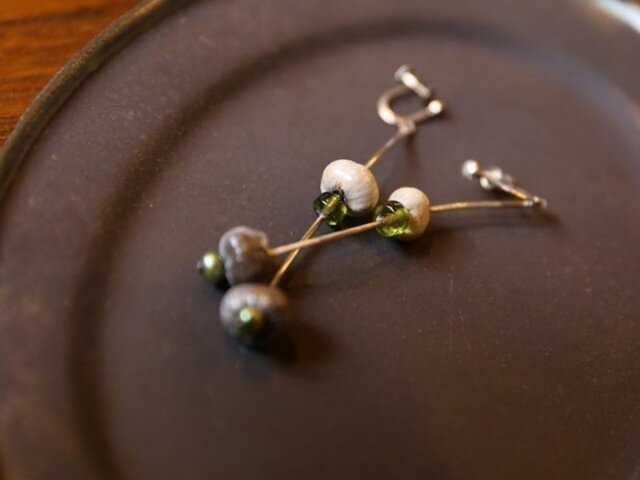 木の実とgreen perlのイヤリングの画像1枚目