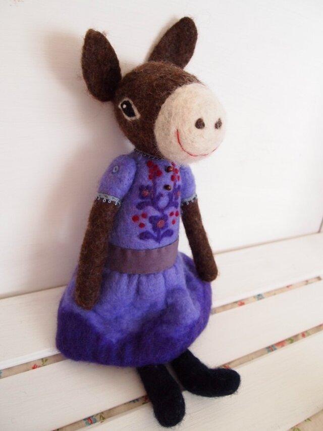 人形 ロバ女の子 紫のドレスの画像1枚目