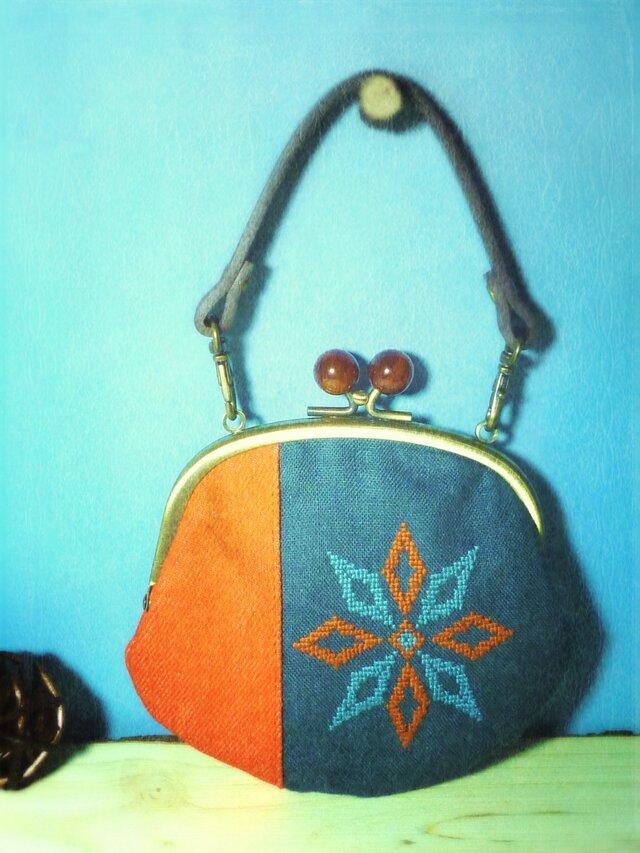 かざぐるまの手刺繍がま口財布(青橙)の画像1枚目