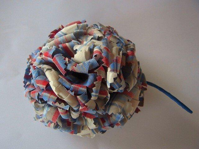 木綿チェックのカーネーションコサージュ(青×赤×白)の画像1枚目