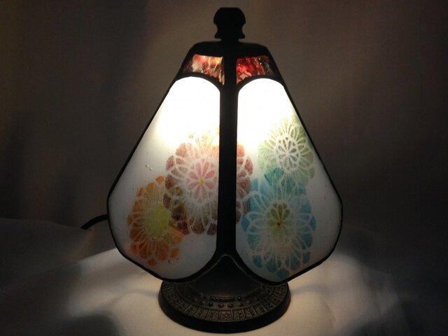 ステンドグラスの小さなランプ 華の画像1枚目