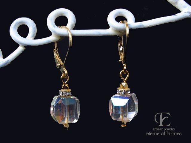 ジャパンヴィンテージガラスのフレンチフックシャボン玉カラーピアスの画像1枚目