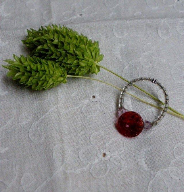 アンティークボタンのリング REDの画像1枚目