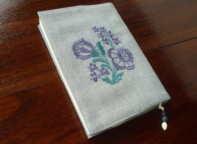 花刺繍の文庫本ブックカバー 渋青紫2の画像1枚目