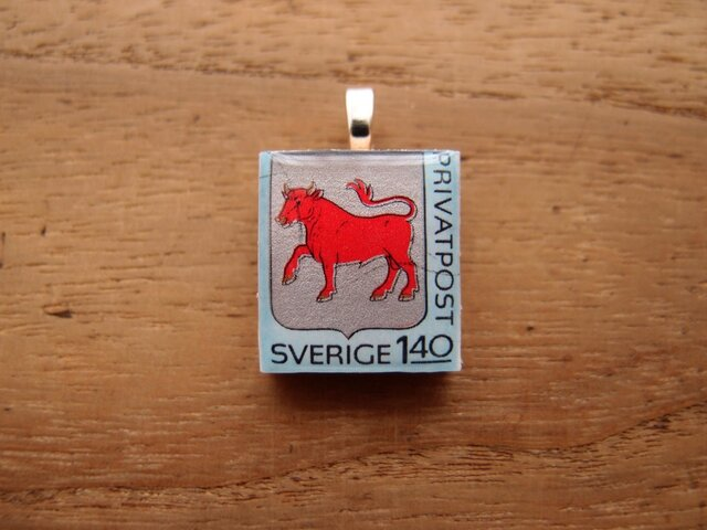 スウェーデンの切手を使ったスクラブルタイルペンダントの画像1枚目