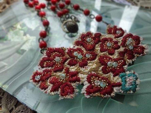 ビーズ刺繍の付け襟風ネックレスの画像1枚目