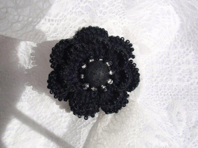 クロッシェ 黒いお花のブローチの画像1枚目