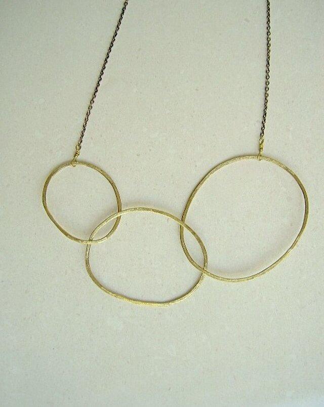 三つの輪のネックレスの画像1枚目