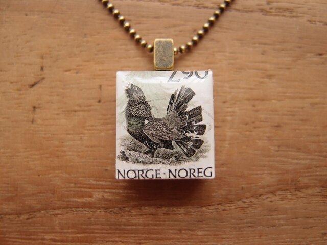 ノルウェーの切手を使ったスクラブルタイルペンダントの画像1枚目