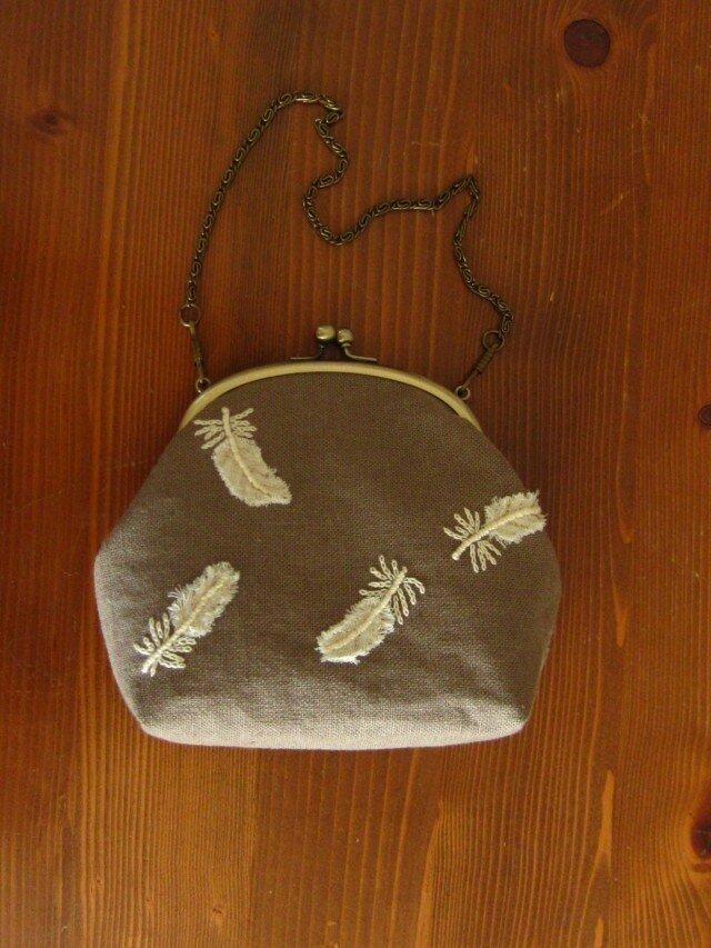手刺繍・がまぐちバッグ(羽根)の画像1枚目