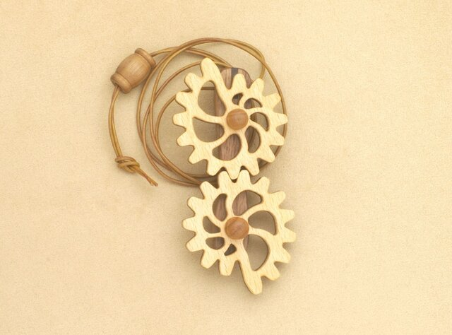 貝型の歯車のネックレスの画像1枚目