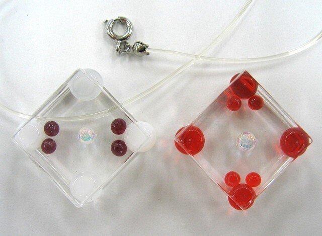 ペンダント ガラス四角と丸い粒シリーズの画像1枚目