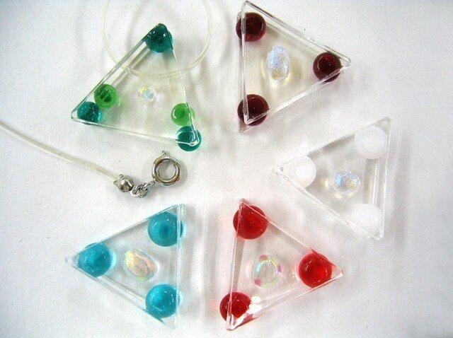 ペンダント ガラス三角と丸い粒シリーズの画像1枚目