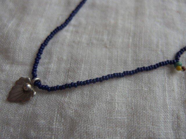 *小粒なSトップ+つぶつぶのネックレス 瑠璃の画像1枚目