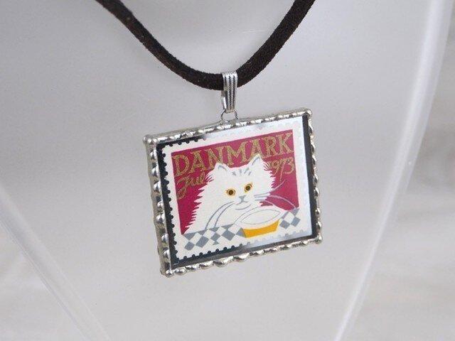 外国切手のペンダント[白猫]の画像1枚目