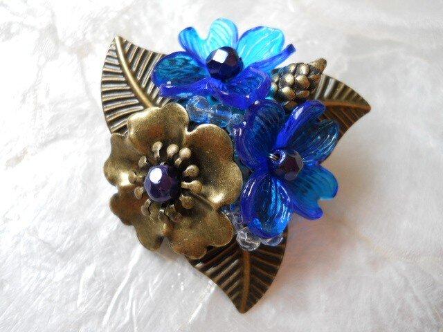 【ぶらん】青いお花のちょこっとトロピカルなブローチの画像1枚目
