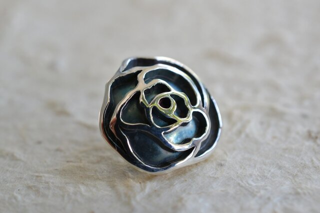 薔薇ピンブローチの画像1枚目