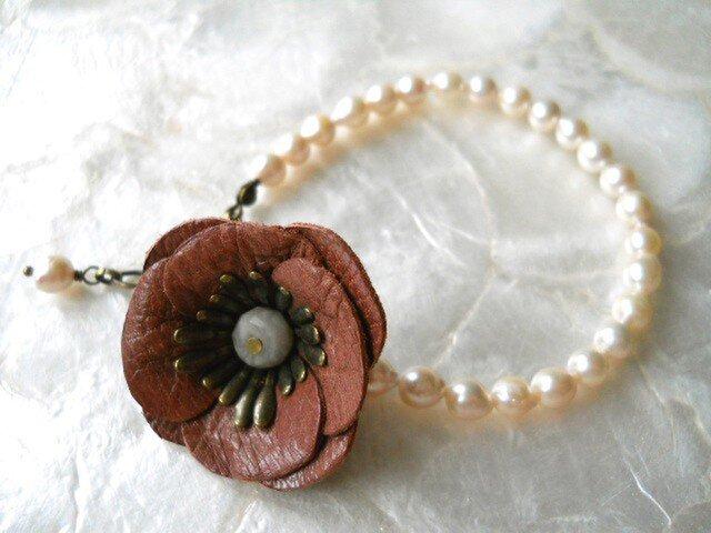 【ぶらん】あこやパールとレトロピンクの本革お花のブレスレットの画像1枚目