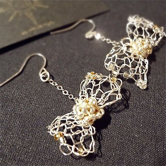 wire ribbon earringの画像1枚目