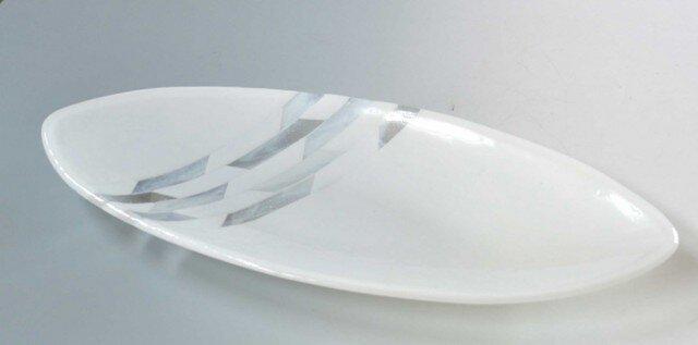 楕円形の大き目の皿の画像1枚目