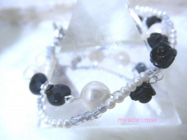 黒薔薇と淡水パールのゴシック調ブレスレットの画像1枚目