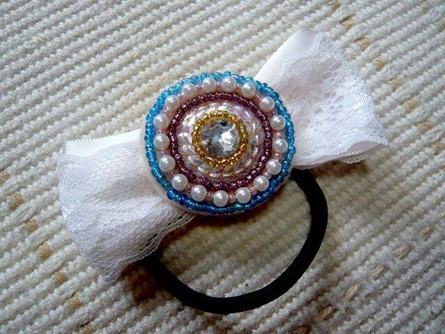 ビーズ刺繍とリボンのヘアゴムの画像1枚目