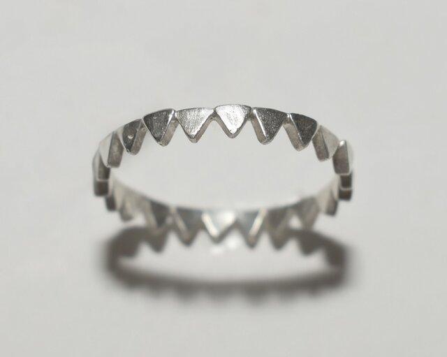 《単品/三角》シルバーの小粒幾何学モチーフリング/再販〈図形・記号・槌目・トライアングル〉銀、Silver925の画像1枚目