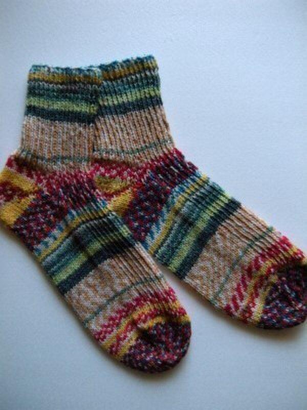 ショート丈手編み靴下【フンデルトヴァッサー2104】の画像1枚目