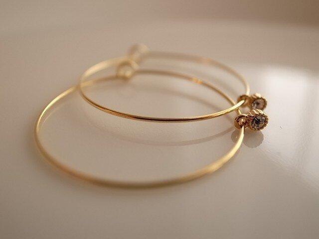 glitter charm hoop earringsの画像1枚目