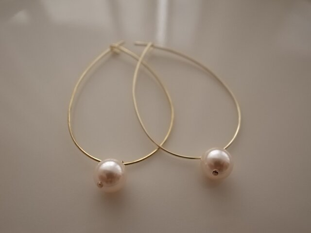 rose pearl hoop earringsの画像1枚目