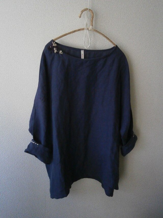 麻・手刺繍シック九分袖プルオーバー・藍色の画像1枚目