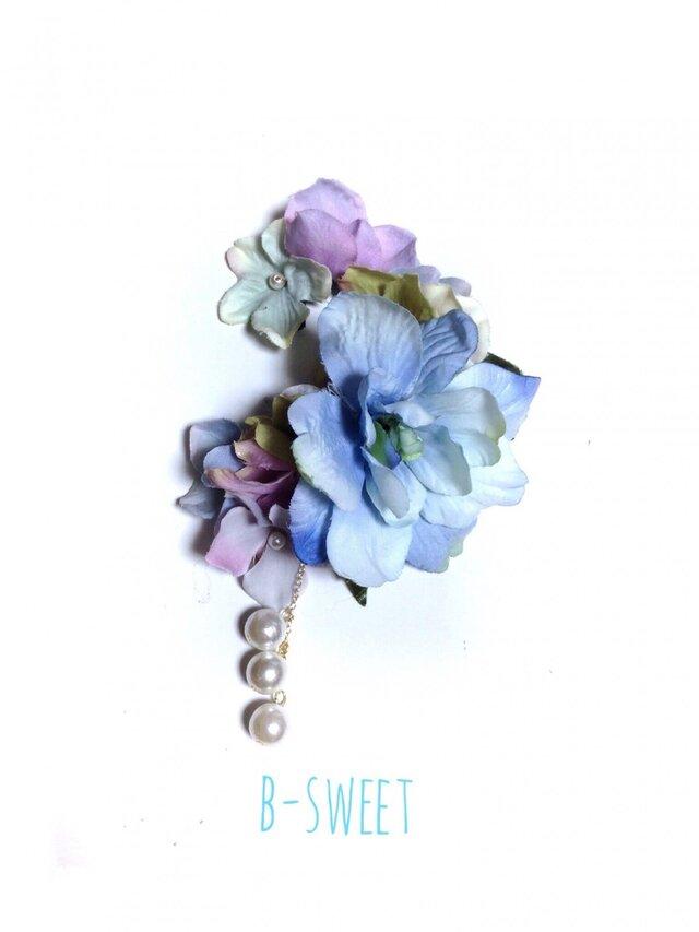 紫陽花とお花のイヤーフック (ブルー)左耳用の画像1枚目