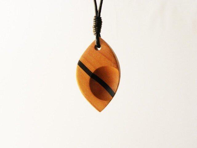 ペンダント葉 -サクラ・コクタン-の画像1枚目