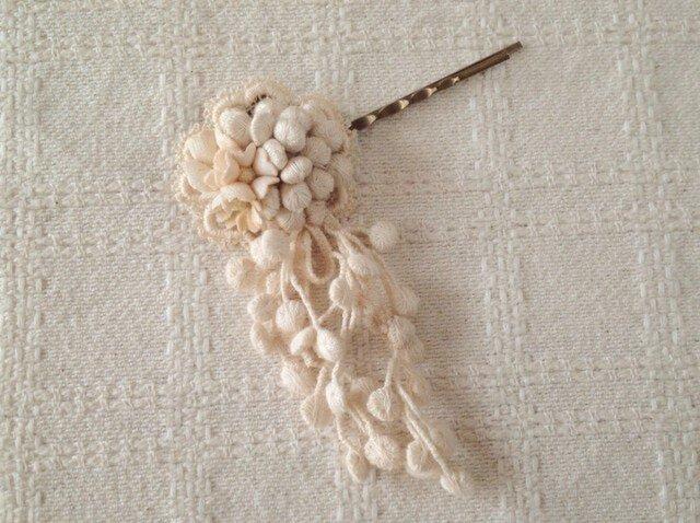 染め花とつぶつぶレースのヘアピン(オフホワイト)の画像1枚目