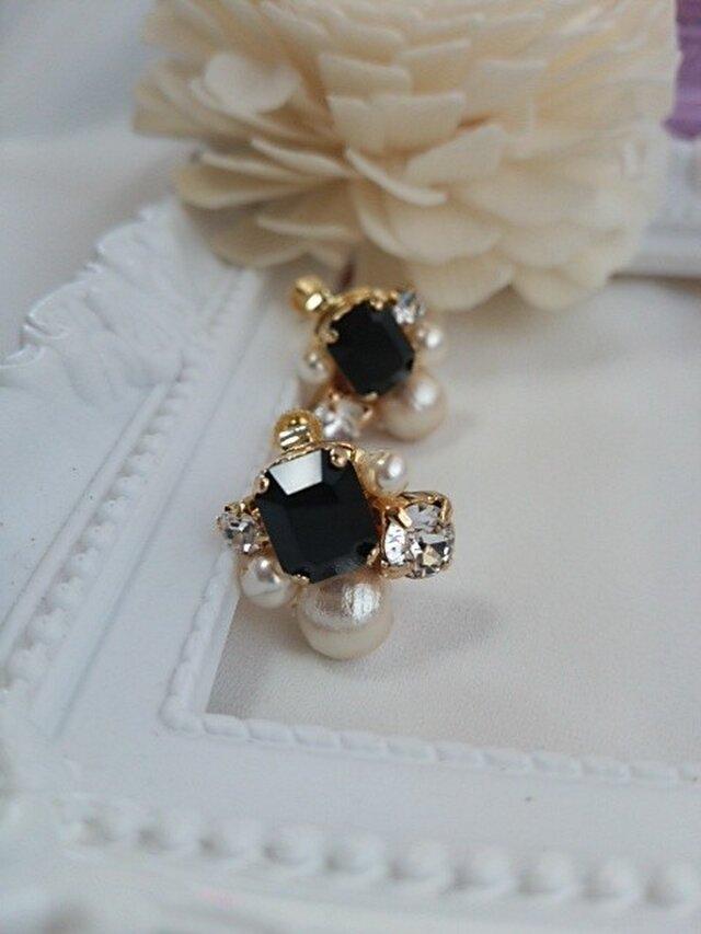 ブラックカラーのゴージャス可愛いイヤリングの画像1枚目