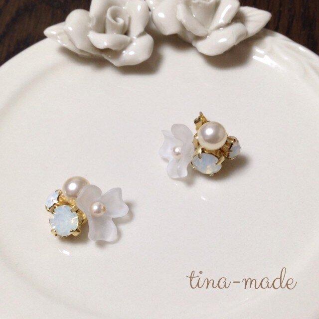 white flower pierceの画像1枚目