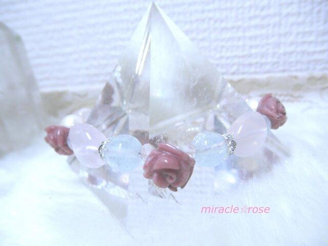 薔薇モチーフ淡水パールとローズクォーツのハートブレスレットの画像1枚目