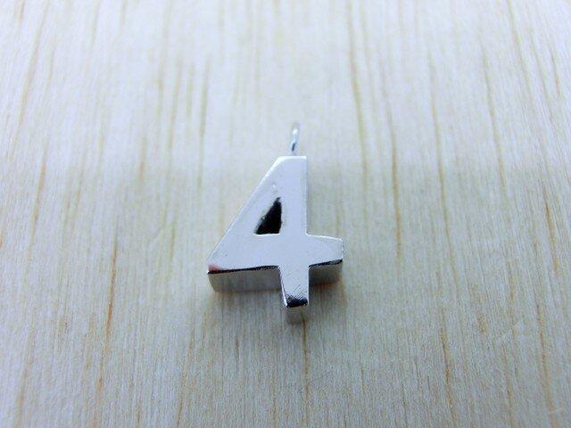 【4】数字のペンダント+チェーン付きの画像1枚目