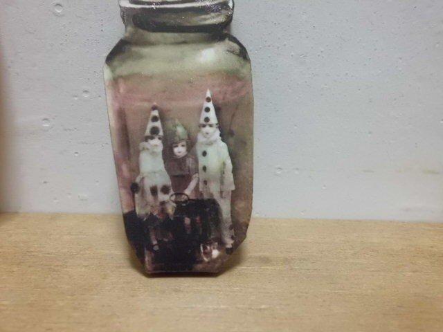 小瓶の小人ブローチの画像1枚目