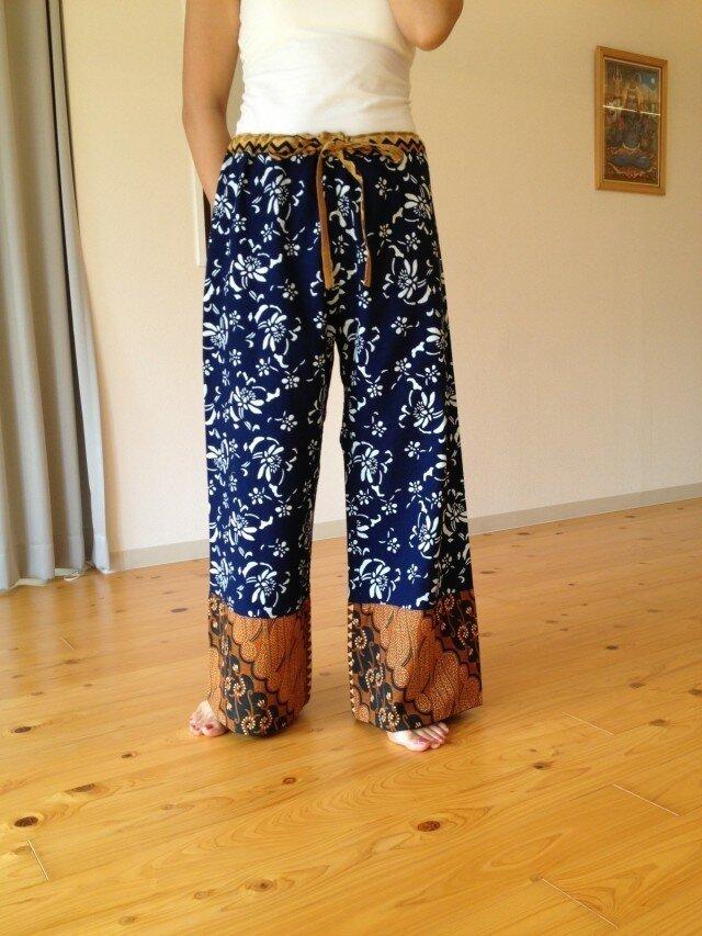 YUKI様ご予約品 : ワイドパンツ 藍染め×バティック女性用の画像1枚目