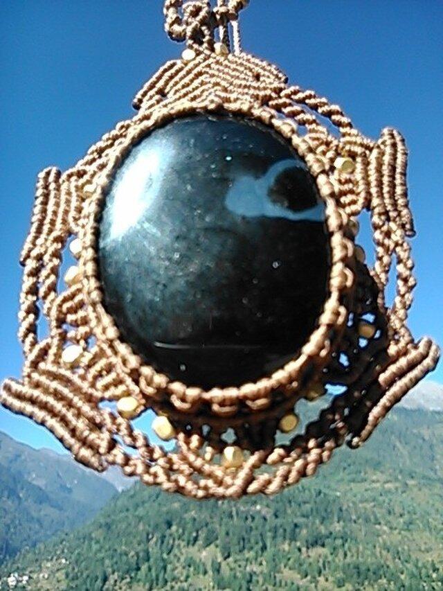送料無料 ブラックオニキス ×真鍮ビーズ マクラメネックレスの画像1枚目