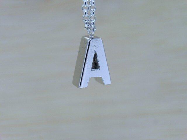 【A】アルファベット文字のペンダント+チェーン付きの画像1枚目