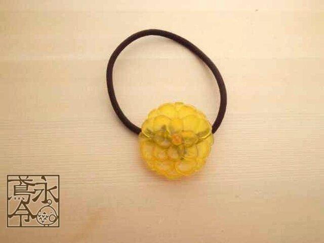 髪ゴム 山吹色の大きめの丸い花の画像1枚目
