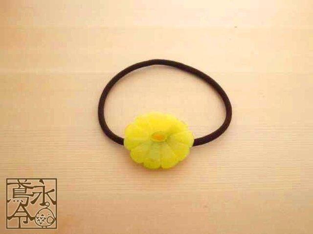 髪ゴム 不透明な黄色の饅頭菊の画像1枚目
